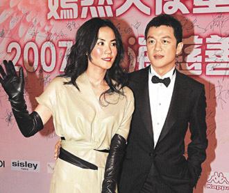 王菲(左)的复出或怀孕传闻不断