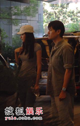 熊黛林林家栋前往上海一家香薰按摩店。