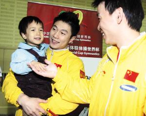 中国体操队向天津儿童福利院献爱心