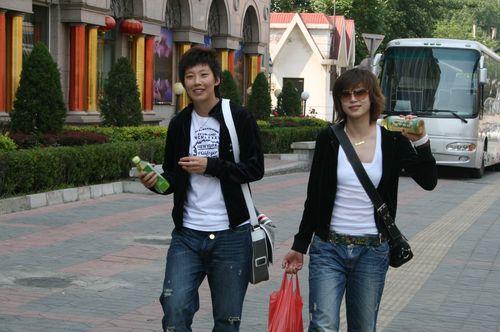 张彤郭月双胞胎