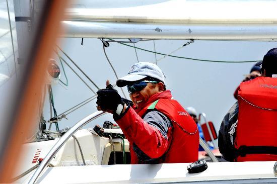 图文:青岛国际残帆赛第三日 中国队是最棒的