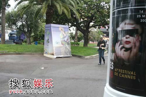 图:搜狐娱乐戛纳报道团抵达戛纳 海报到处都是
