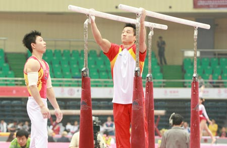 图文:世界杯天津站揭开大幕 杨威李小鹏哥俩好