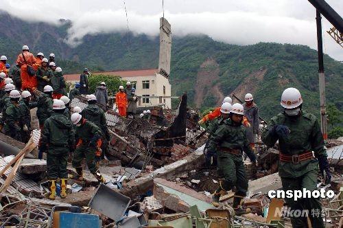 重庆消防北川大营救:家在灾区无暇顾及(组图)