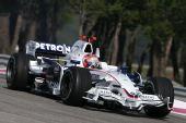 图文:F1保罗里卡多试车首日 库比卡在比赛中
