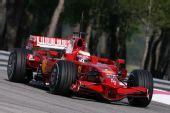 图文:F1保罗里卡多试车首日 莱科宁在入弯