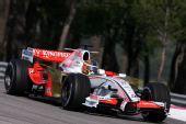 图文:F1保罗里卡多试车首日 里尤兹进行测试