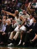 图文:[NBA]凯尔特人VS骑士 卡塞尔异常激动
