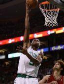 图文:[NBA]凯尔特人VS骑士 朗多低手上篮