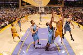 图文:[NBA]爵士VS湖人 加索尔拼抢