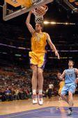 图文:[NBA]爵士VS湖人 加索尔暴扣