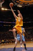 图文:[NBA]爵士VS湖人 加索尔腾空