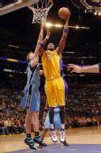 图文:[NBA]爵士VS湖人 奥多姆勾手