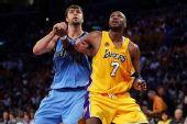 图文:[NBA]爵士VS湖人 奥多姆抢位