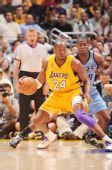 图文:[NBA]爵士VS湖人 科比单打内线