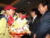 奥运火炬珠峰传递登山队部分队员及工作员返京