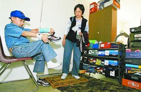卡夫林的母亲名叫简淑真(音译),是一个华裔美国人。因此,现在除了统计学课程,卡夫林还在学习中文、钢琴和武术。迄今,他已拿过多个武术比赛奖杯。