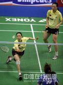 图文:杨维/张洁雯1-2负韩组合 杨维网前放小球