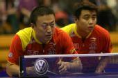 图文:半决赛男乒3-0新加坡 马琳王皓表情划一
