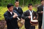 组图:奥运圣火井冈山传递 民众扮成红军迎圣火