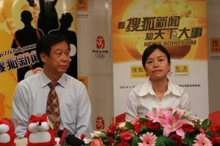 中国扶贫基金会的副秘书长杨青海先生和搜狐新闻中心覃里雯总监为我们共同启动关爱震灾孤儿行动。