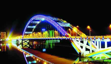 这里是绵阳市夜景,这里的北川县是已统计死亡人数最多的地方,如今图片