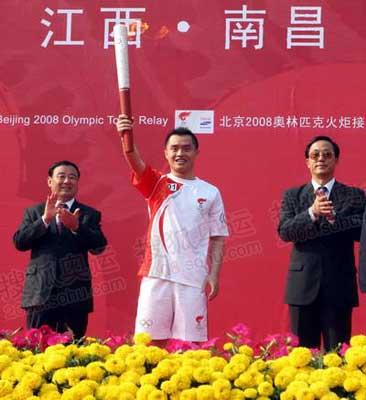 南昌站第一棒火炬手奥运冠军