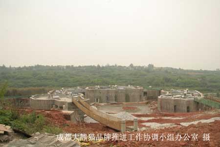 成都文旅大熊猫公司为我们修建的新产房,没受到地震影响,几个月后我们的熊猫妈妈将搬到这里来