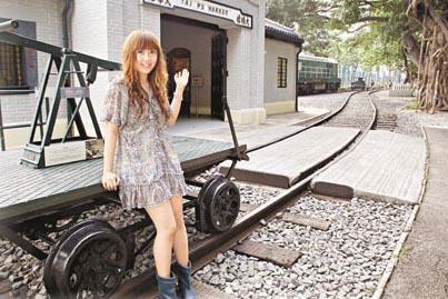 富有历史价值的手摇路轨检查车,现供市民拍照留念。