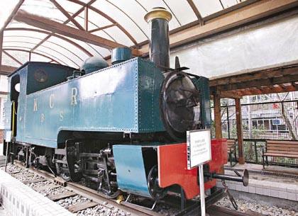 窄轨蒸汽火车头 在一九二八年停止运作,经铁路公司及博物馆员工多番努力,终于在一九九七年运往博物馆特设的展区作展览。