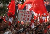 组图:南昌市民打出震撼标语 心系四川灾区
