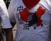 组图:南昌市民看传递热情似火 助威奥运情绪高