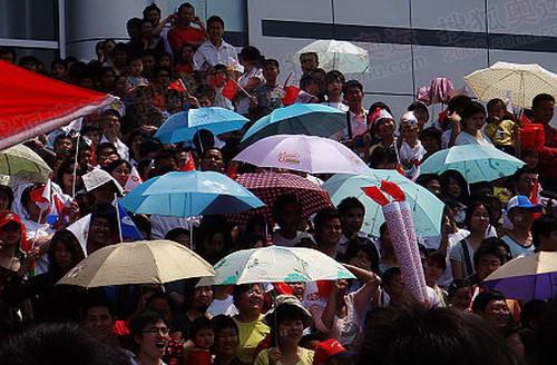 南昌今日暴晒,彩色的阳伞成了一道风景