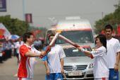组图:奥运圣火南昌传递 171棒大众火炬手传递