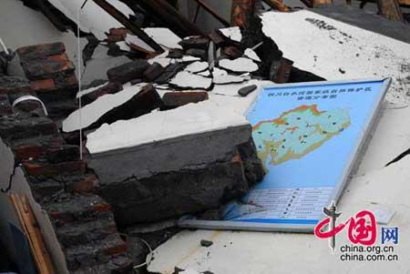 2008年5月14日,四川白水河保护区大坪保护站倒塌的房屋。四川国家级白水河保护区为大熊猫栖息地。    罗小韵/摄影