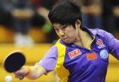 图文:中国赛女单第一轮战况 曹臻在比赛中回球