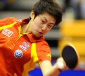 图文:中国赛女单第一轮战况 郭跃奋力回球