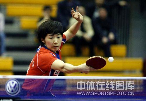 图文:中国赛女单第一轮战况 回球兢兢业业