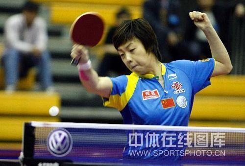 图文:中国赛女单第一轮战况 正手大力抽球