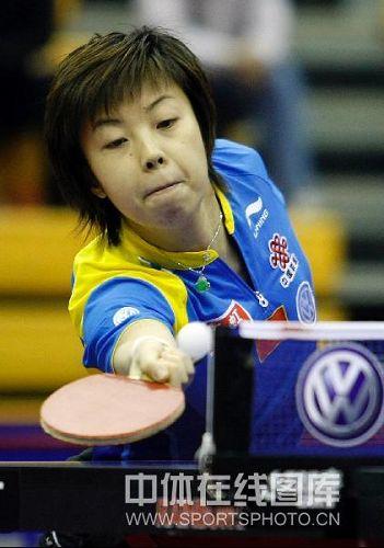 图文:中国赛女单第一轮战况 网前轻轻一挡