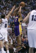 图文:[NBA]爵士VS湖人 费舍尔远投三分
