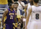 图文:[NBA]爵士VS湖人 图里亚夫怒吼