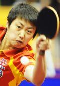 图文:中国赛女单1/8决赛 郭跃中比赛奋力回球