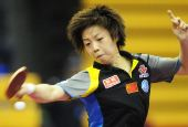 图文:中国赛女单1/8决赛 张怡宁回球宛如跳舞