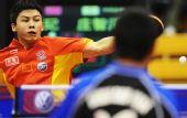 图文:中国赛男单1/8决赛 马龙扬拍奋力回球