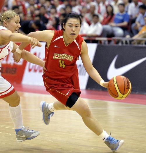 中国女篮对阵波兰 宋晓云带球突破