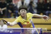 图文:中国赛女单1/4决赛 饶静文小心翼翼