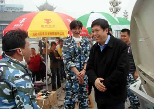张春江慰问奋战在抢险救灾第一线的员工