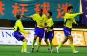 图文:大连1-1陕西 西北狼群庆祝进球