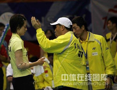 图文:谢杏芳2-0胜尤丽安蒂 李永波布置战术